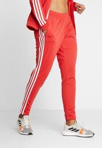 adidas Performance - ESSENTIALS 3STRIPES SPORT TRACKSUIT - Tuta - glow red - 3
