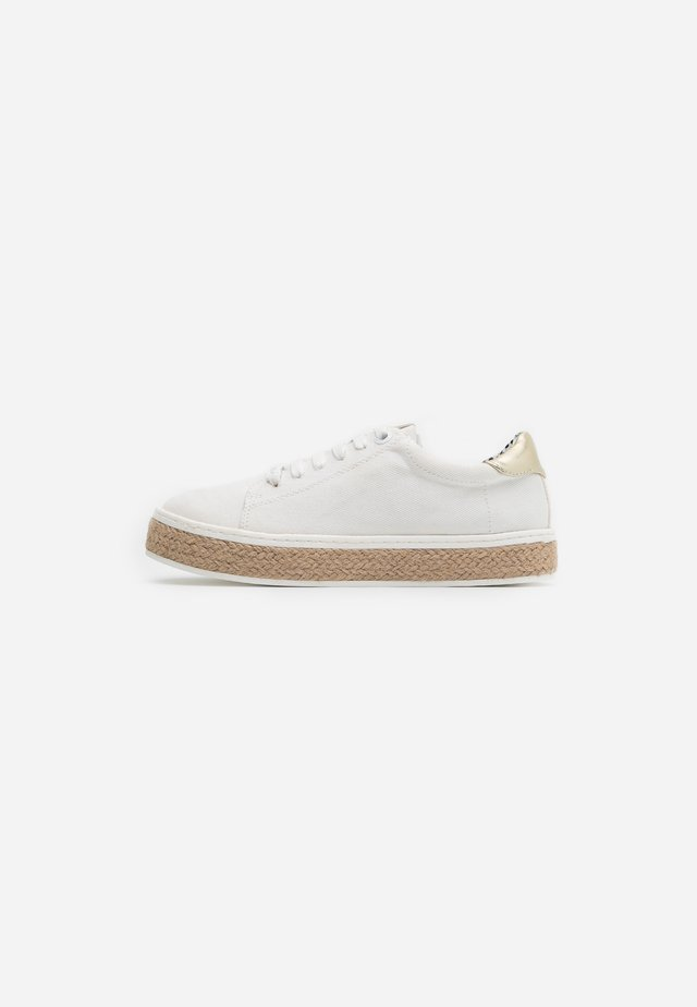 FLORA - Loafers - white/sun