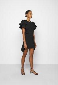 Victoria Victoria Beckham - FLOUNCE HEM SKIRT - A-line skirt - black - 1