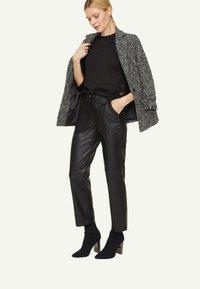 comma - PONTE  - Long sleeved top - black - 1