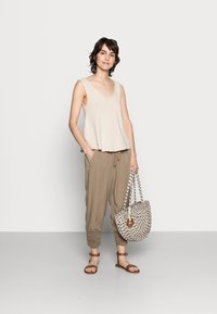 Cream - LINE PANTS - Trousers - timber wolf - 1