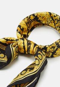 Versace - FOULARD BANDANA - Foulard - nero/oro - 1