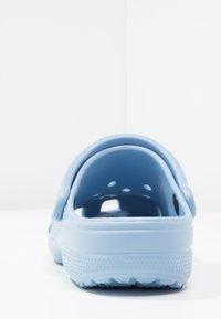 Crocs - CLASSIC - Pantuflas - chambray blue - 4