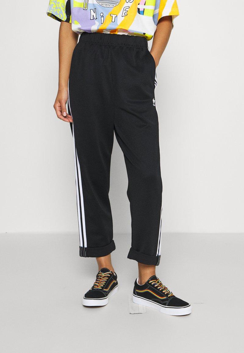 adidas Originals - BF ADICOLOR PRIMEBLUE RELAXED PANTS - Tracksuit bottoms - black