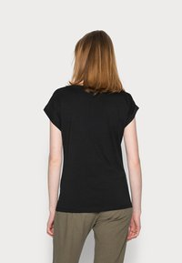 Cream - FREDRIKKA - Print T-shirt - pitch black - 2