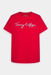 Tommy Hilfiger Curve - REGULAR GRAPHIC TEE - T-shirt imprimé - red - 0