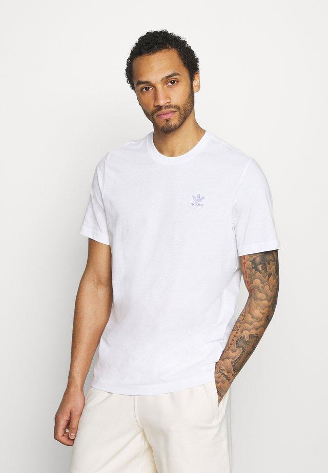 ESSENTIAL TEE - T-shirts - white/light purple