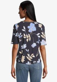 Betty Barclay - Print T-shirt - dark blue beige - 2