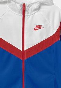 Nike Sportswear - POLY SET UNISEX - Tracksuit - game royal/white/university red - 3