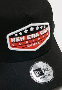 New Era - PATCH TRUCKER - Caps - orange/black/optic white - 5