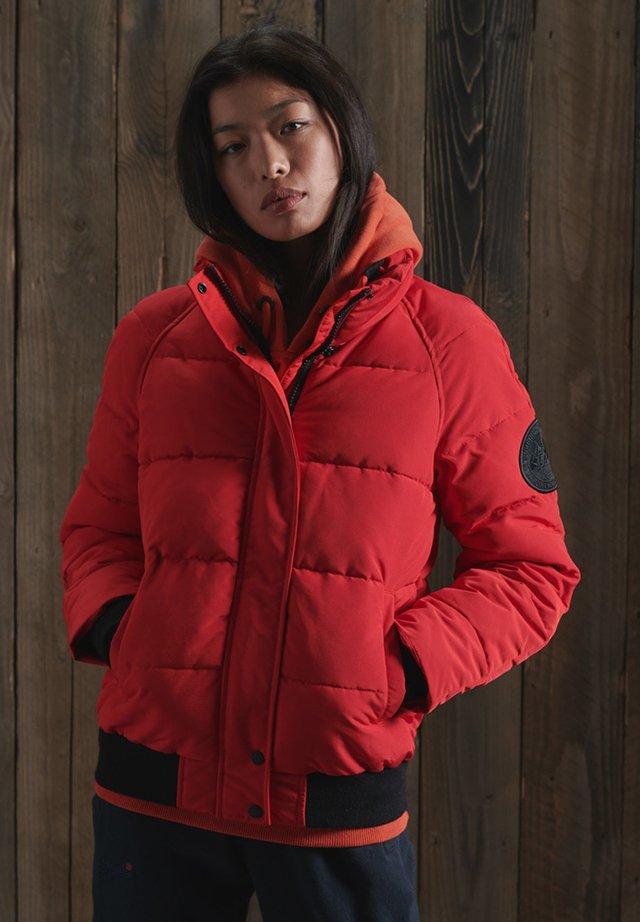 Chaqueta de invierno - high risk red