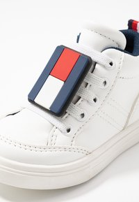 Tommy Hilfiger - Sneakersy wysokie - white - 5