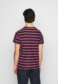 Tommy Jeans - STRIPE TAB TEE - T-shirt z nadrukiem - twilight navy - 2