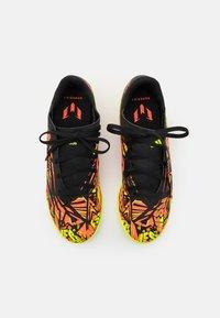 adidas Performance - NEMEZIZ MESSI .4 IN UNISEX - Halové fotbalové kopačky - solar red/solar yellow/core black - 3