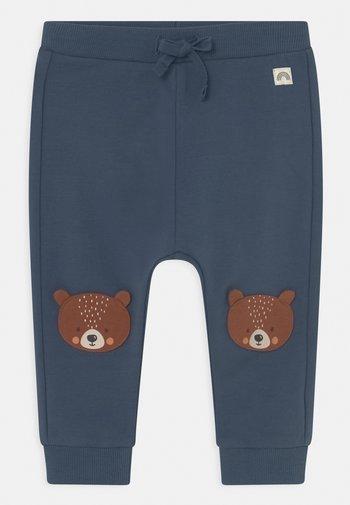 TROUSERS BEAR KNEE UNISEX - Trousers - dusty blue