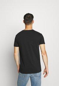 AMICCI - FLORENCE - Print T-shirt - black - 2