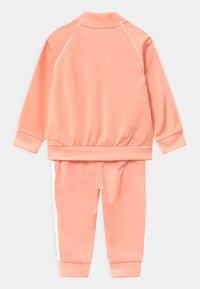 adidas Originals - SLICE TREFOIL CREW ADICOLOR ORIGINALS PULLOVER - Träningsjacka - glow pink/white - 1