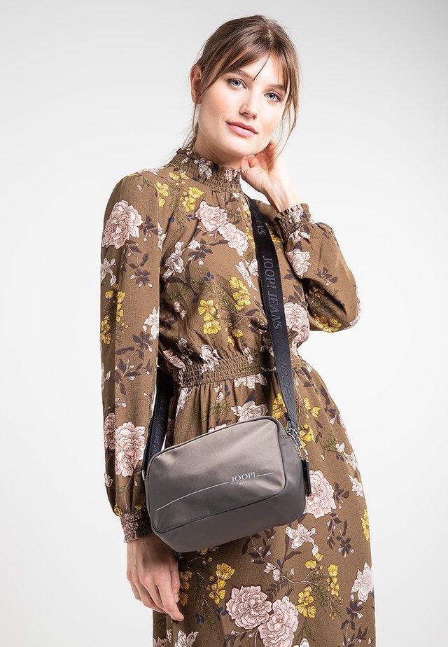 LINEA CLOE  - Across body bag - grey