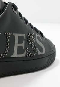 Guess - RIDERR - Sneakersy niskie - black - 2