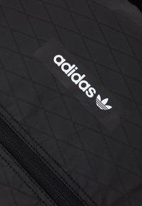 adidas Originals - ROLLTOP UNISEX - Rucksack - black - 3