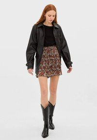 Stradivarius - MIT PRINT - Shorts - rose - 1