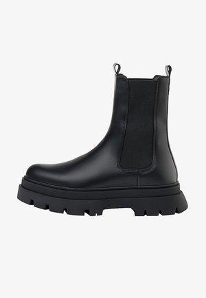 MIT SEITLICHEN GUMMIZÜGEN  - Classic ankle boots - black