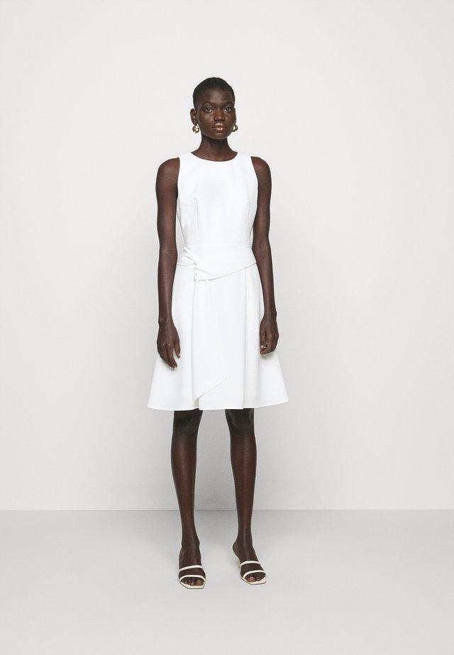 KILAIKAS CREPE - Sukienka koktajlowa - natural
