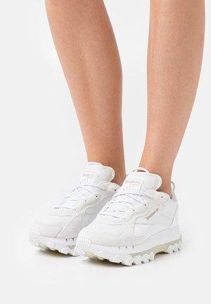 CL CARDI - Joggesko - footwear white/pure grey/golden bronze