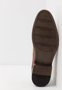 Pier One - Šněrovací boty - cognac - 4