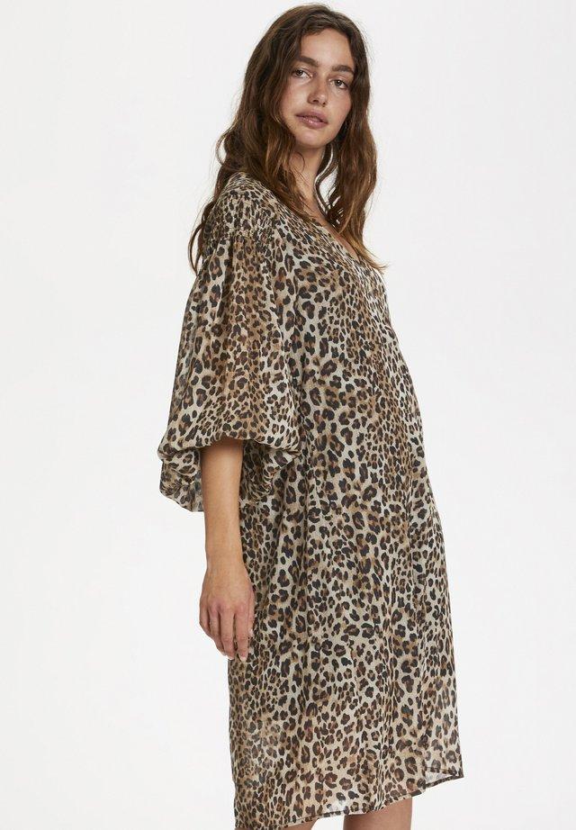 SLETERI  - Vestido informal - beige leopard