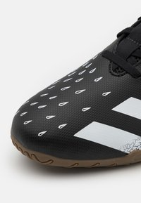 adidas Performance - PREDATOR FREAK .4 IN SALA - Indendørs fodboldstøvler - core black/footwear white - 5