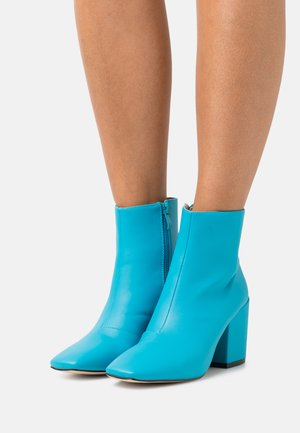 HOLLIS - Ankle boot - blue