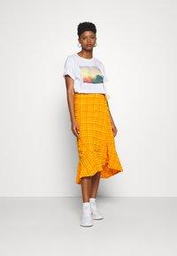 Monki - T-shirts med print - white - 1