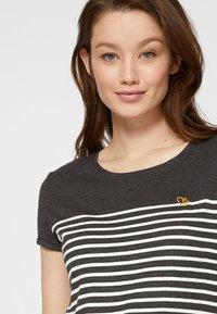 TOM TAILOR DENIM - Print T-shirt - shale grey melange - 5