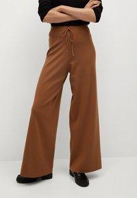 Mango - SOL - Trousers - marron moyen - 0
