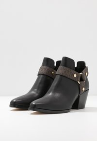 MICHAEL Michael Kors - PAMELA - Ankle boots - black/brown - 4