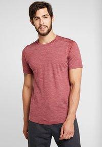 Icebreaker - MENS SPHERE CREWE - Basic T-shirt - cabernet - 0