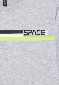 Blue Effect - BOYS LONGSLEEVE SPACE - Long sleeved top - hellgrau melange - 2