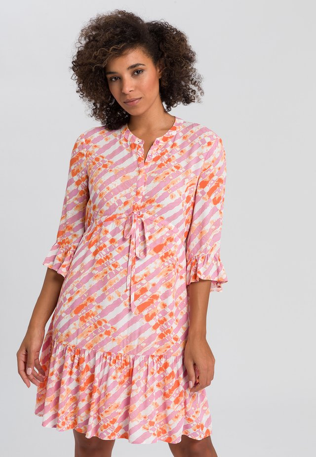 Day dress - pink varied