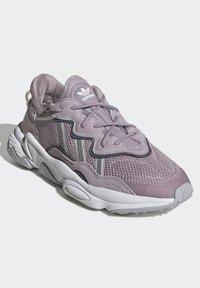 adidas Originals - OZWEEGO SHOES - Trainers - purple - 3