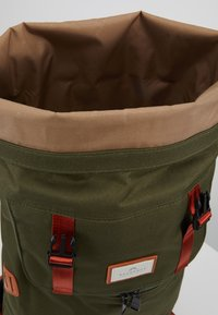 Doughnut - CHRISTOPHER - Rucksack - army with rust straps - 4