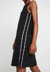 Levi's® - LOGO TAPE DRESS - Jersey dress - meteorite - 4