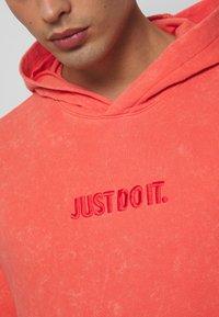 Nike Sportswear - HOODIE WASH - Luvtröja - magic ember - 4