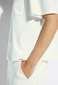 Massimo Dutti - MIT TASCHE  - T-shirt basic - white - 2