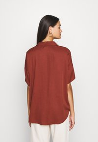 Scotch & Soda - POP OVER SHIRT IN RELAXED FIT - Blouse - island brown - 2