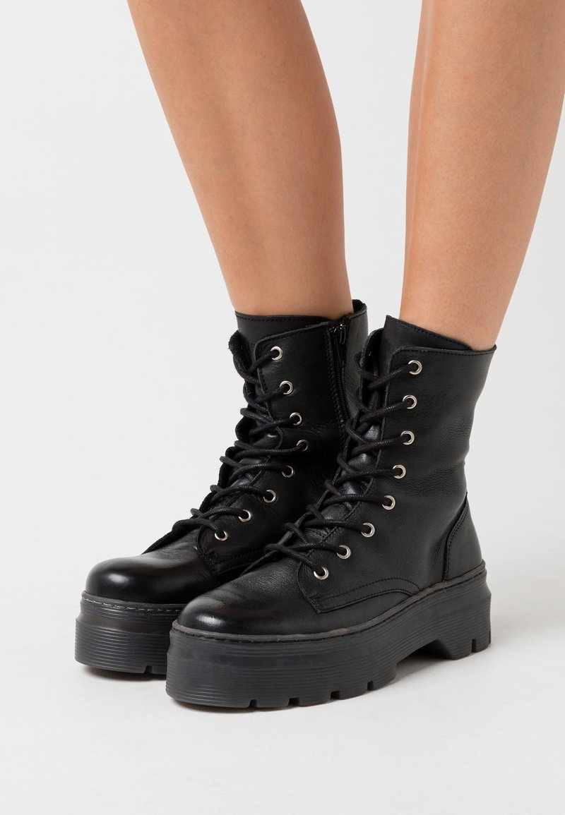 Pavement - AVELINE - Platform ankle boots - black