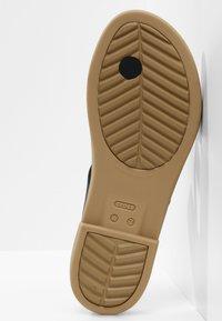 Crocs - TULUM TOE POST - Pool slides - black/tan - 4