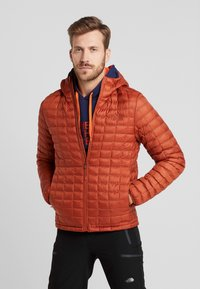 The North Face - THERMOBALL ECO HOODIE - Vinterjakke - picante red matte - 0