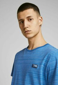 Jack & Jones - SLIM FIT - Print T-shirt - deep water - 3