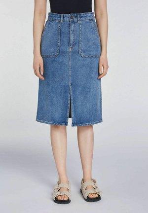 MIT SCHLITZ - Denim skirt - blue denim